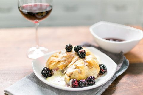 Wine infused baked blackberry brie recipe - perfect party appetizer! // thinkelysian.com