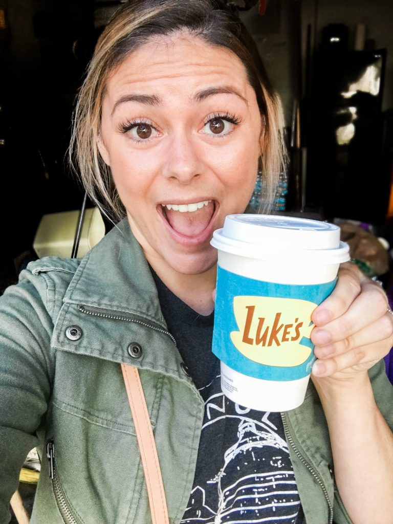 Tourist in my Hometown: Houston Coffee shop The Nook Cafe turns in to Luke's Diner for the Gilmore Girls Revival // thinkelysian.com